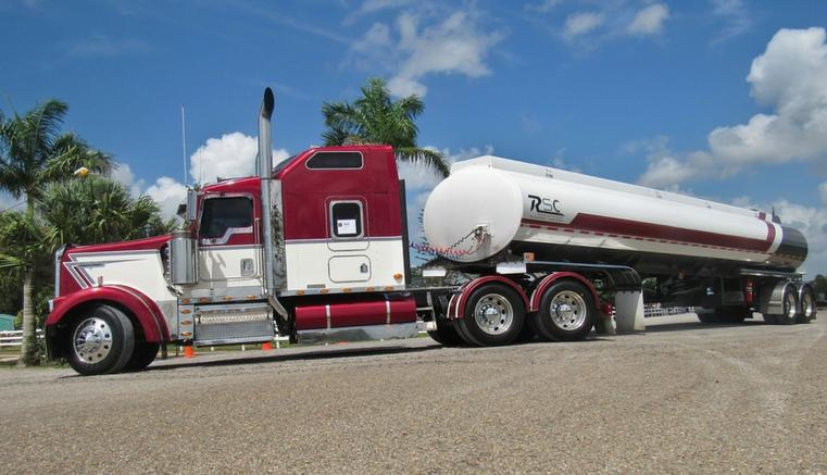 Camión cisterna cae por la RN-134