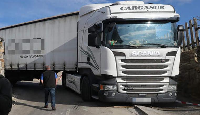 Prohibido el paso de camiones articulados por el Acebo