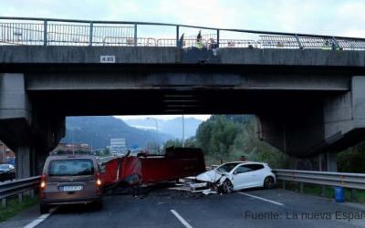 Choque de camión con puente ocasiona varios heridos
