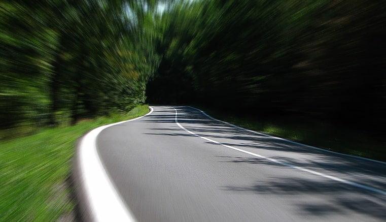 Ajuste del límite de velocidad en carreteras