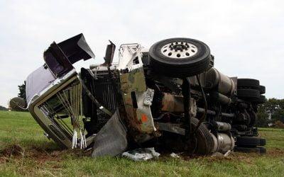 Muere un joven en accidente de camión