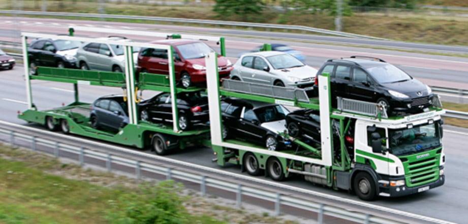 El transporte de coches en camiones