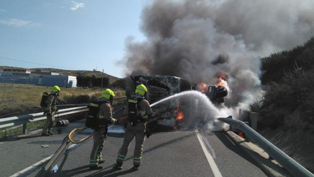 Arde un camión tras choque en Zaragoza